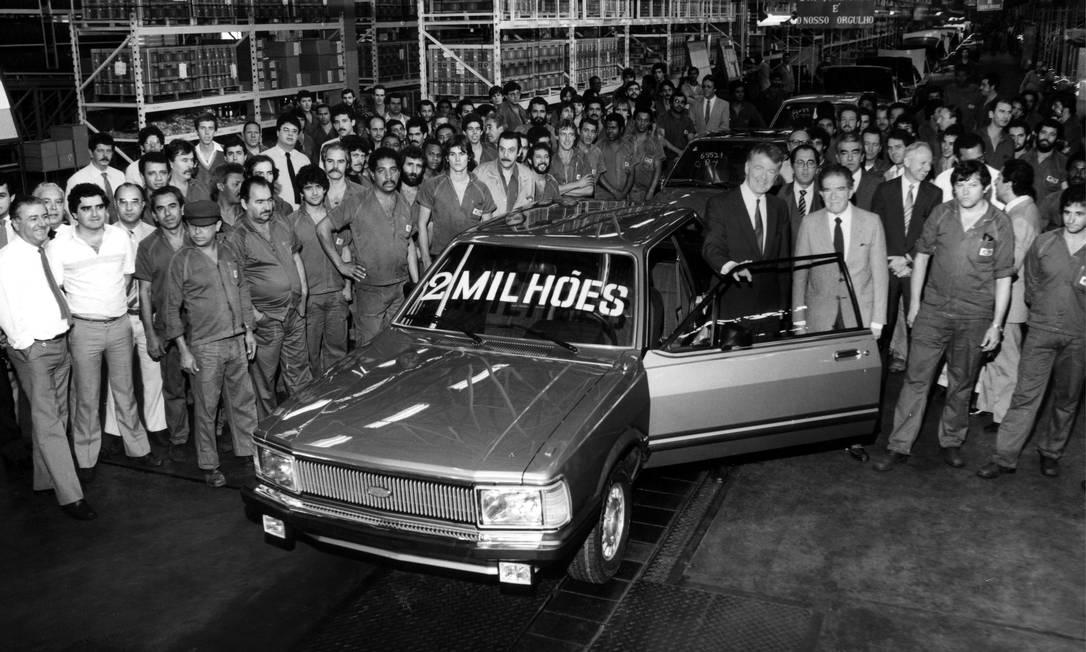 1984 - Na fábrica de São Bernardo do Campo, então sua principal unidade no Brasil, a Ford usa um Del Rey para comemorar 2 milhões de unidades produzidas pela marca desde 1957 Foto: Divulgação - 12/07/1984