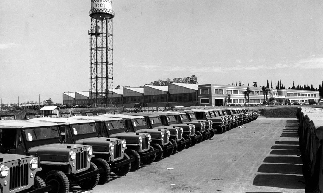 1956 - A fábrica da Willys em São Bernardo do Campo começou como linha de montagem dos Jeep CJ-3B, com motor importado Foto: Hans Flieg / Divulgação - 27/04/1956