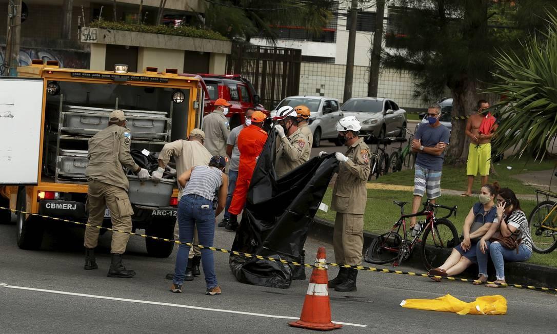 O local em que o ciclista Cláudio Leite da Silva, de 57 anos, morreu atropelado Foto: Fabiano Rocha / Agência O Globo