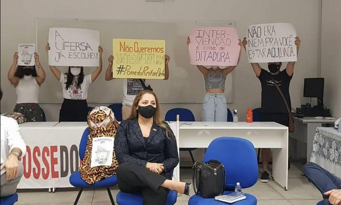 Alunos protestam contra medidas de reitora Foto: Reprodução Instagram