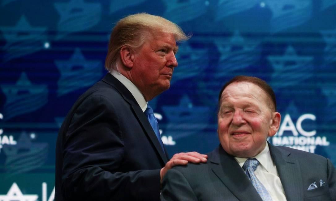 Sheldon Adelson, ao lado do preisdente Donald Trump, durante a Cúpula do Conselho Nacional Israelo-Americano Foto: LOREN ELLIOTT / REUTERS / 7-11-19