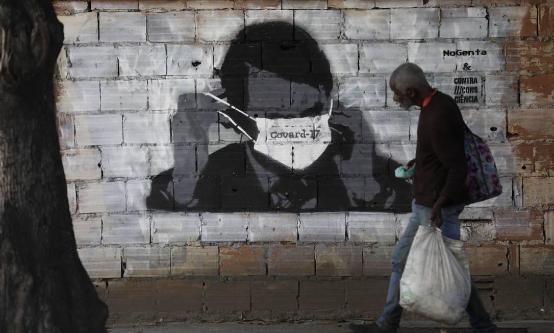 Presidente Jair Bolsonaro é satirizado por grafite no bairro do Estácio, na Zona Norte do Rio Foto: Luiza Moraes / Agência O Globo