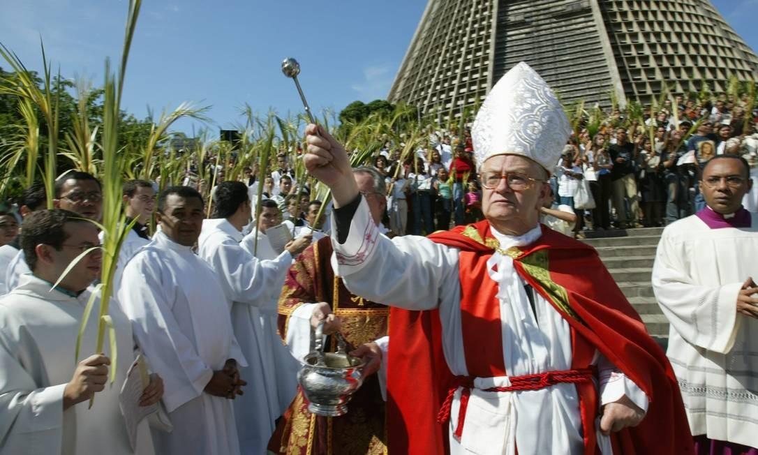 Dom Eusébio Scheid celebra missa de Domingo Ramos em foto de arquivo Foto: André Teixeira/03.04.2003 / Agência O Globo