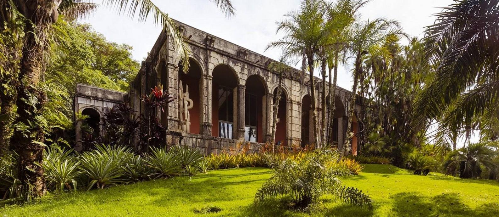 O ateliê principal, com sua bela fachada de pedra, é uma das imagens mais conhecidas do Sítio Roberto Burle Marx, no Rio Foto: Leo Martins / Agência O Globo
