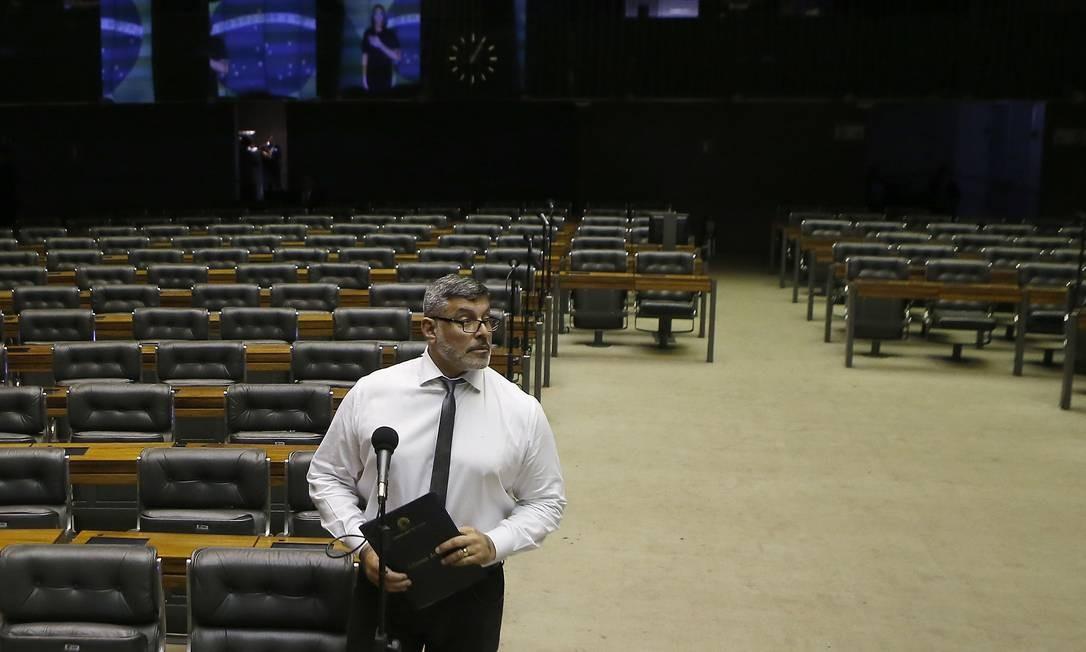 Bandeira. Principal plataforma eleitoral de Alexandre Frota é aceitar pedido de impeachment do presidente Jair Bolsonaro Foto: Jorge William / Agência O Globo