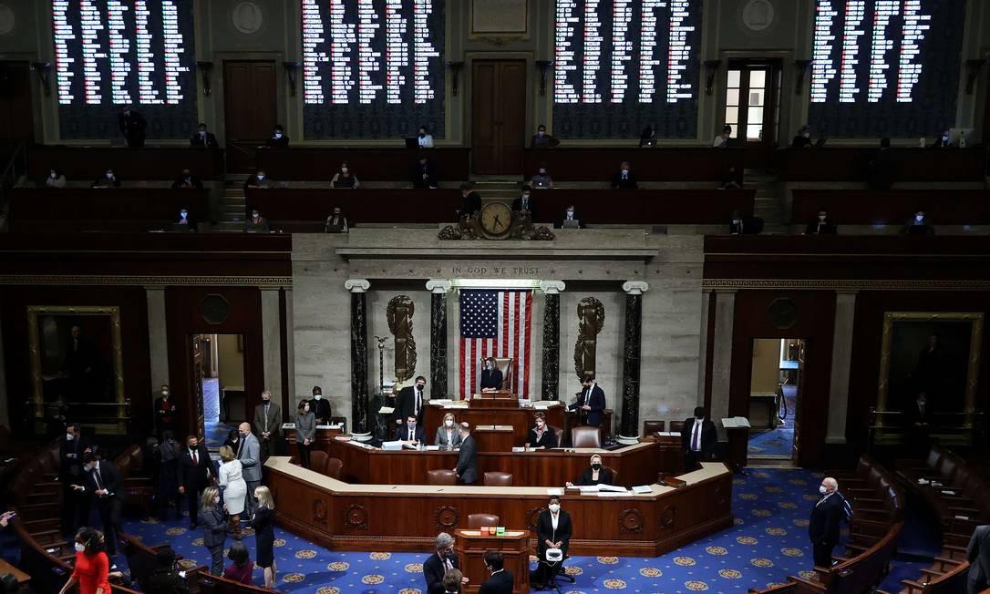 Plenário da Câmara dos Deputados dos EUA durante votação do impeachment de Donald Trump Foto: CHIP SOMODEVILLA / AFP