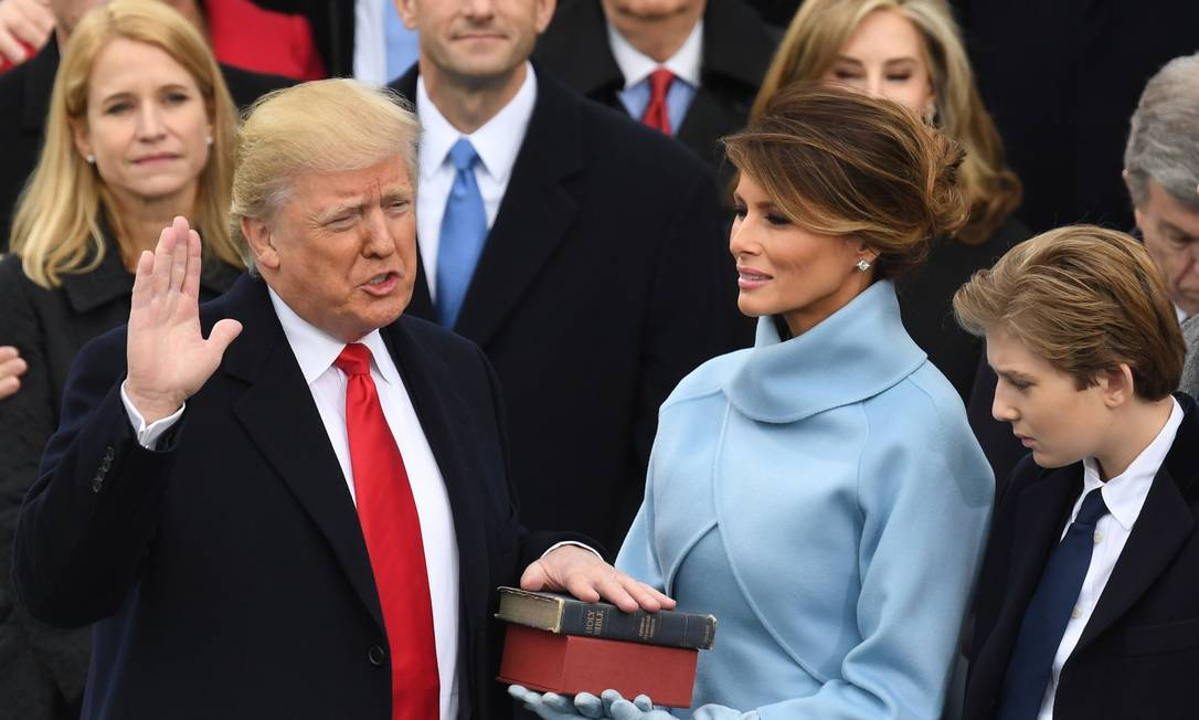 Trump faz seu juramento ao tomar posse como presidente dos EUA Foto: MARK RALSTON / AFP - 20/01/2017