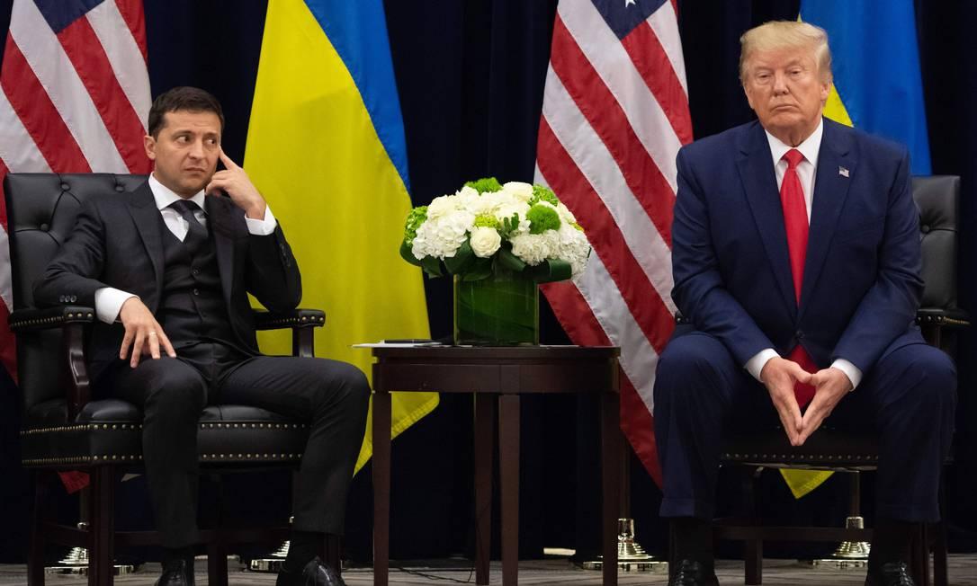 O presidente dos EUA, Donald Trump, e o presidente ucraniano, Volodymyr Zelensky, durante reunião, em Nova York, em setembro de 2019, à margem da Assembleia Geral das Nações Unidas Foto: SAUL LOEB / AFP - 25/09/2019