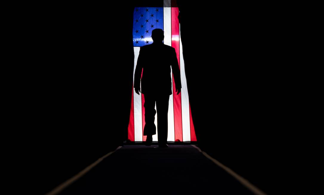 """Donald Trump chega para um comício """"Keep America Great"""" no Sudduth Coliseum, no Lake Charles Civic Center, em Lake Charles, Louisiana, em outubro de 2019 Foto: SAUL LOEB / AFP - 11/10/2019"""