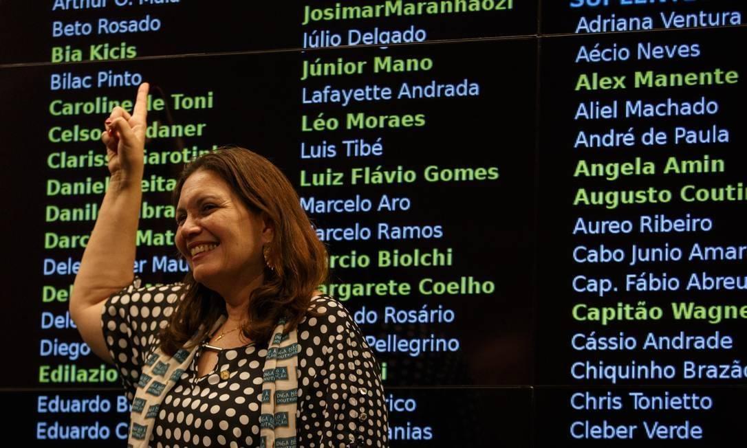 Deputada Bia Kicis (PSL-DF), da tropa de choque de Bolsonaro, compartilhou fake news sobre a pandemia Foto: Daniel Marenco/Agência O Globo