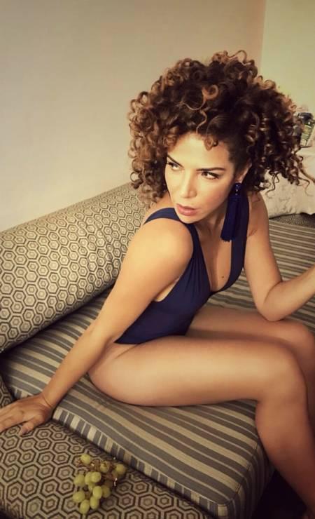 Vanessa da Mata de maiô. Musa nos palcos e nas redes sociais, a cantora tem mostrado ousadia aos mostrar sua beleza e boa forma em fotos de biquíni Foto: Reprodução / Instagram