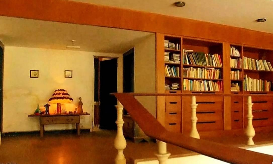 Fora da orla, esta casa projetada por Sergio Bernardes, na Gávea Pequena, está à venda por R$ 24 milhões. Perfeita para quem busca tranquilidade sem sair da cidade Foto: Divulgação