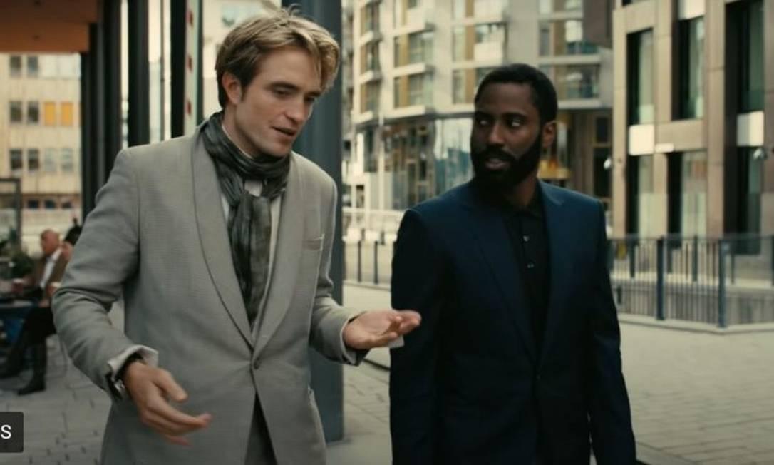 Robert Pattinson e John David Washington em cena de Tenet Foto: Reprodução