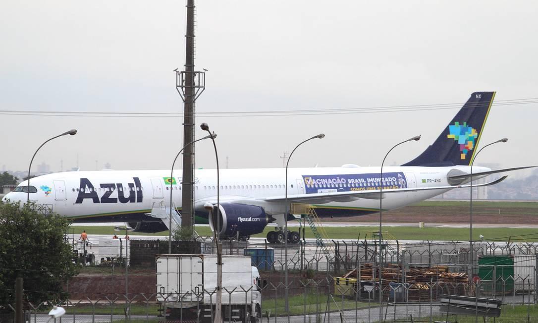 Avião seguirá para Manaus no sábado com cilindros de oxigênio Foto: Código 19 / Agência O Globo
