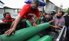 Fila para recarregar cilindros de oxigênio em Manaus Foto: BRUNO KELLY/REUTERS / BRUNO KELLY/REUTERS