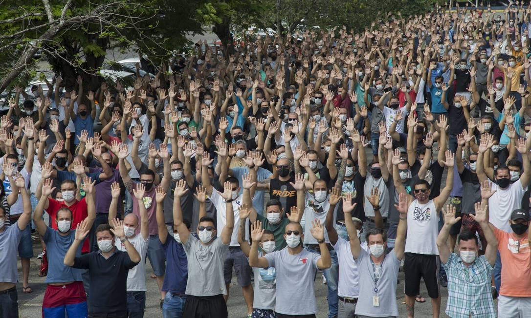 Fechamento das fabricas da Ford no Brasil. Trabalhadores protestam Foto: Edilson Dantas / Agência O Globo