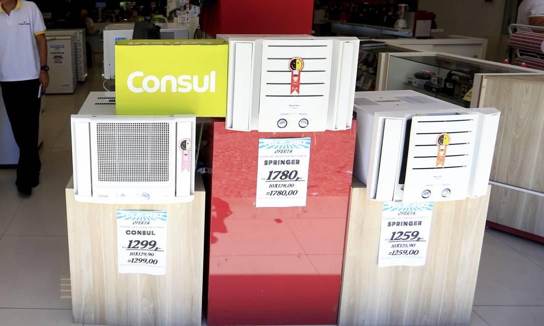 Ar-condicionado de janela não exige instalação profissional Foto: Marcelo Theobald / Agência O Globo
