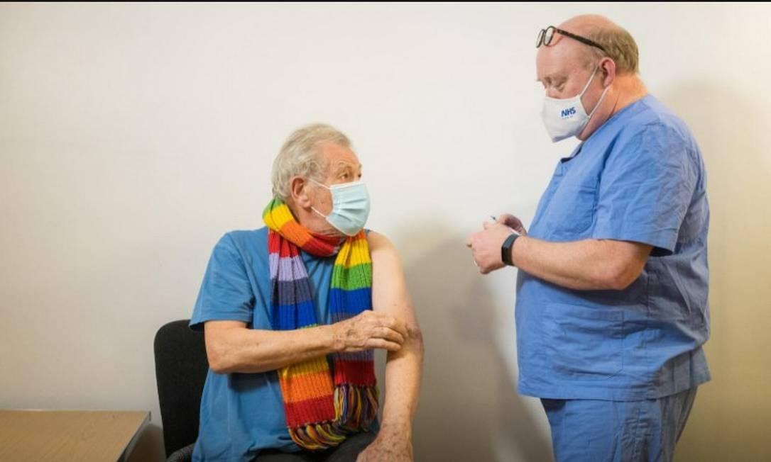 Ian McKellen no dia de receber a vacina contra Covid-19 Foto: Jeff Moore / Reuters
