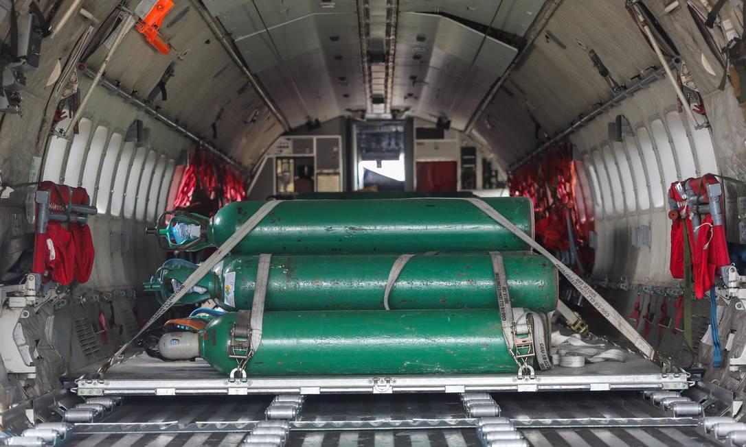 Força Aérea leva 80 cilindros de oxigênio de Belém para Manaus Foto: Fotoarena / Agência O Globo