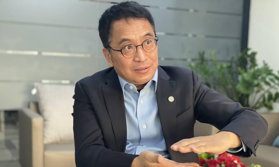 O CEO da Sinovac Biotech, Yin Weidong, durante entrevista em Pequim nesta terça-feira (19) Foto: Marcelo Ninio / O Globo