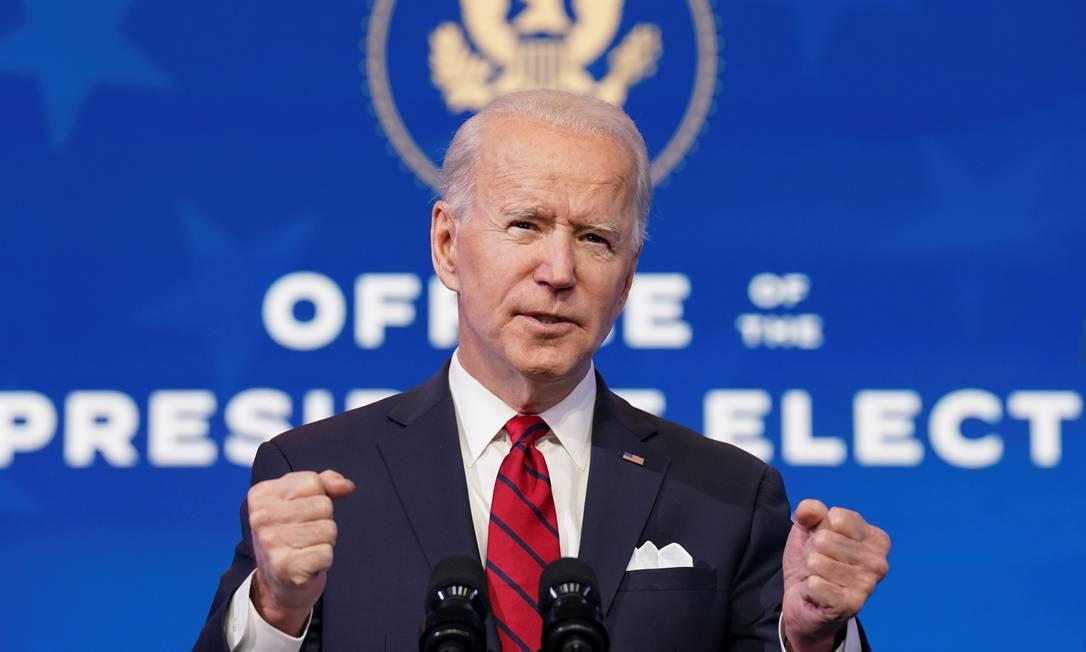 Joe Biden faz discurso sobre ações contra o novo coronavírus em Wilmington, no dia 15 de janeiro Foto: KEVIN LAMARQUE / REUTERS