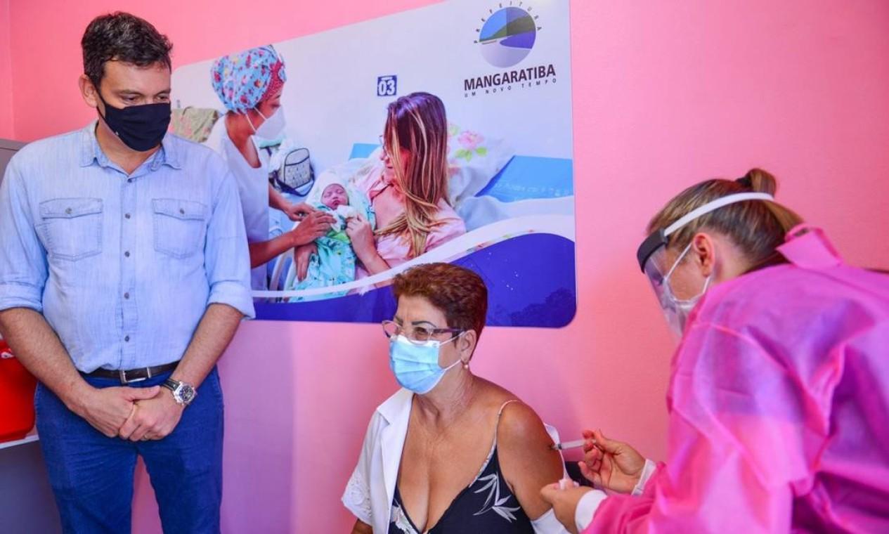 A técnica de enfermagem Sebastiana Galacho da Costa é diabética, hipertensa e foi vacinada em Mangaratiba Foto: Divulgação - 19/01/2021