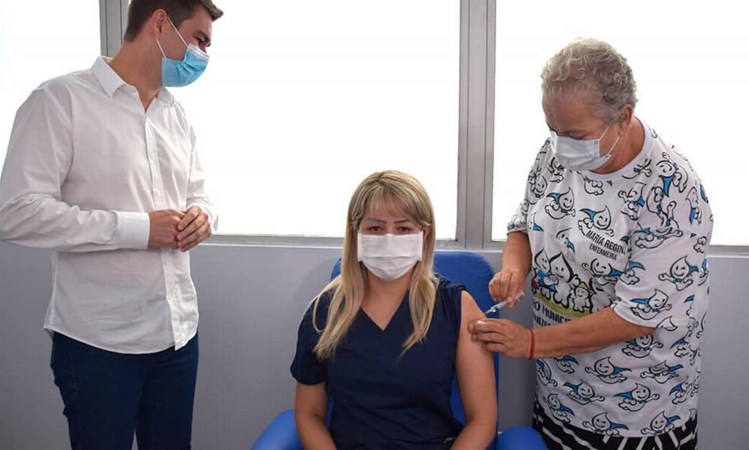 A médica Patrícia Mendes de Lima foi a primeira a receber a vacina em Resende Foto: Divulgação - 19/01/2021