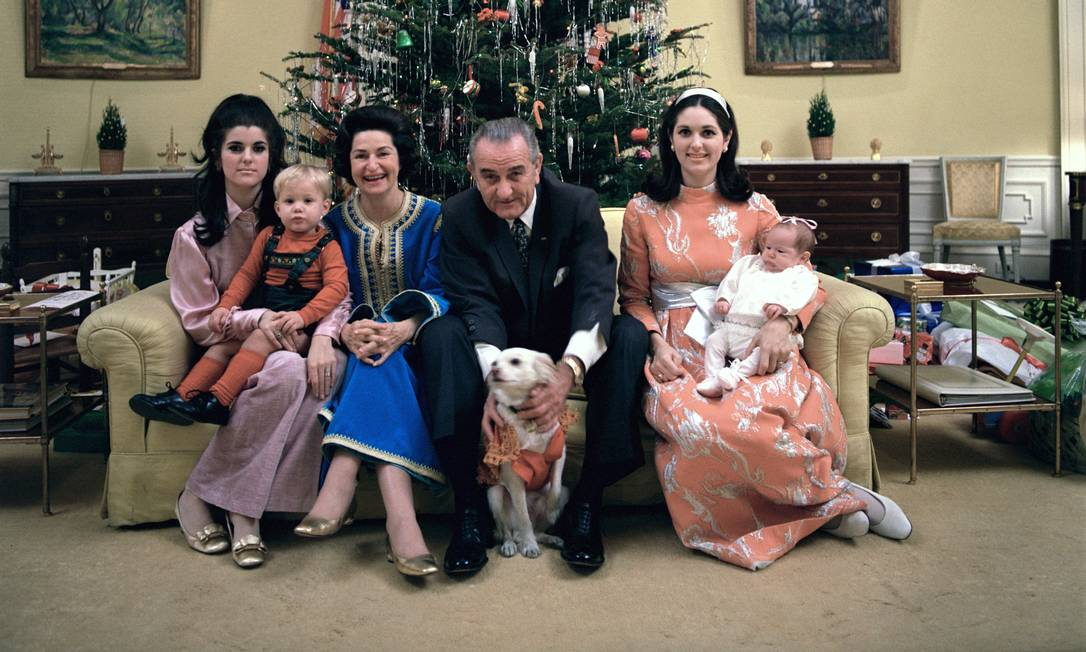 US President Lyndon Johnson and his family at the White House Yellow Oval Office on Christmas Day 1968.  People sitting on the couch Lucy Johnson Nugent, Lynn Nugent, Lady Bird Johnson, Lyndon Johnson, Linda Johnson Rob and Lucinda Rob Photo: Frank Wolf / LPJ Library