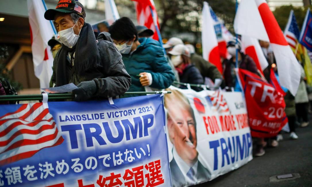 Apoiadores do presidente dos Estados Unidos, Donald Trump, marcham antes da posse do presidente eleito Joe Biden Foto: ISSEI KATO / REUTERS