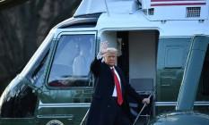Presidente Donald Trump embarca no Marine One, helicóptero oficial do chefe de Estado americano, pela última vez Foto: MANDEL NGAN / AFP