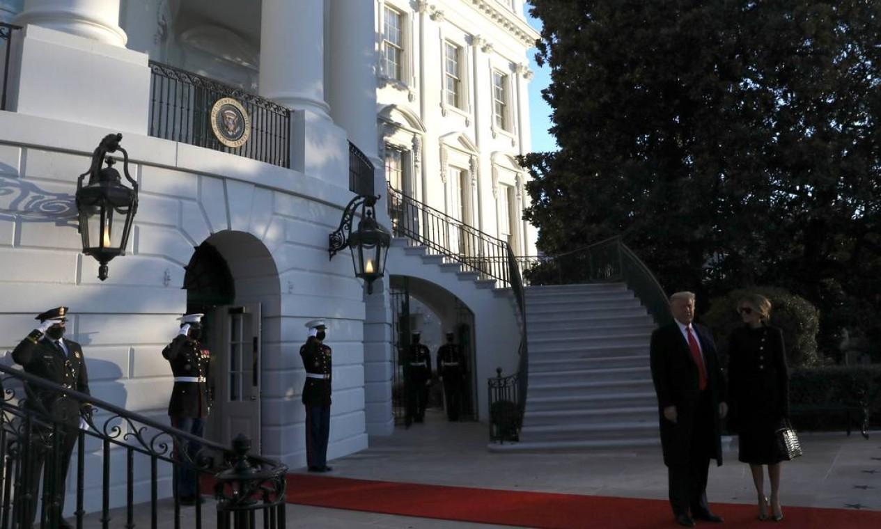 Donald Trump e Melania Trump falam com a imprensa pela última vez na Casa Branca como presidente e primeira dama dos Estados Unidos Foto: LEAH MILLIS / REUTERS