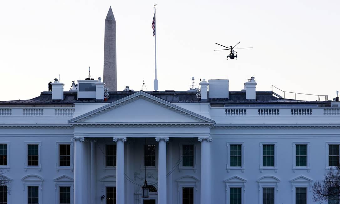 Marine One sorvola la Casa Bianca con Donald Trump e sua moglie Melania Trump verso la residenza in Florida Foto: Andrew Kelly/Reuters