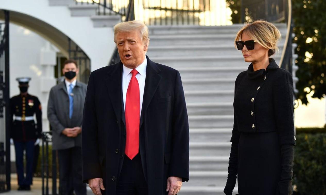 Donald Trump e Melania Trump falam com a imprensa pela última vez na Casa Branca como presidente e primeira dama dos Estados Unidos Foto: MANDEL NGAN / AFP