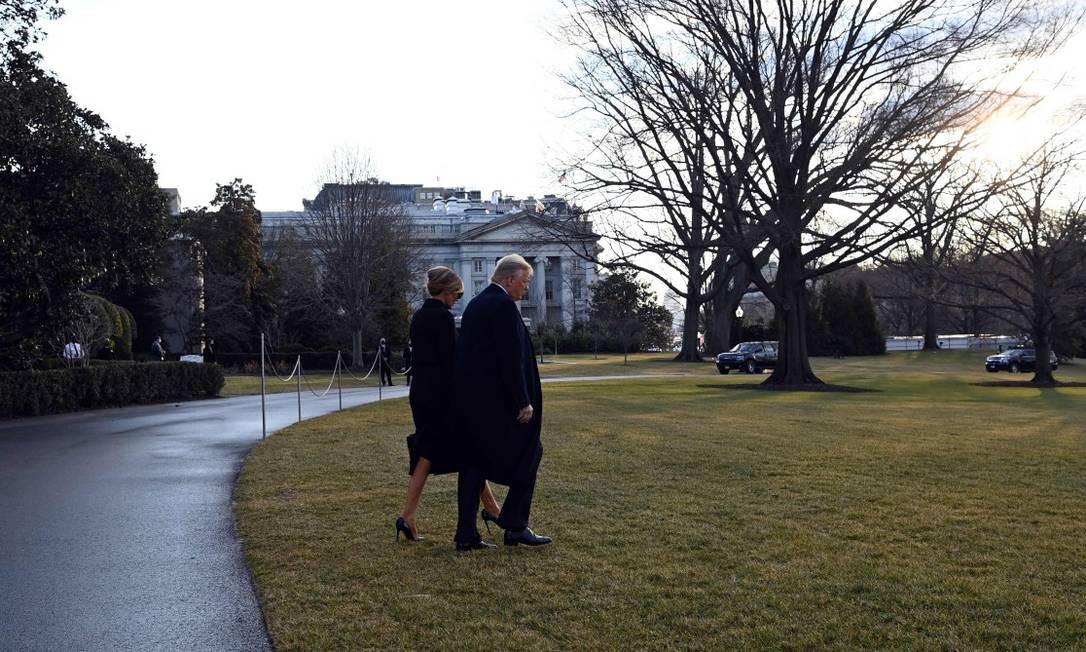 Donald Trump e a primeira-dama, Melania, deixam a Casa Branca pela última vez Foto: MANDEL NGAN / AFP