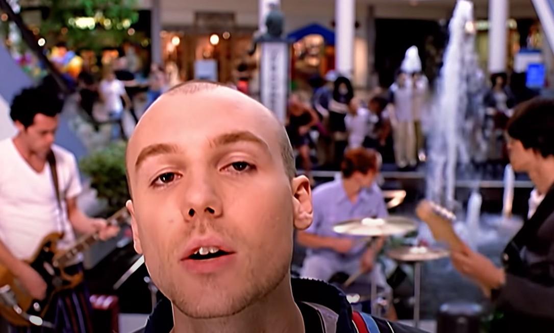 Banda New Radicals no clipe de 'You Get What You Give' Foto: Reprodução