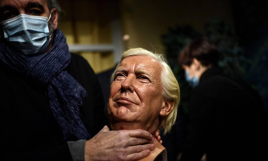 Rosto de Donald Trump esculpido em cera sai de exposição do museu Grevin, em Paris Foto: CHRISTOPHE ARCHAMBAULT / AFP