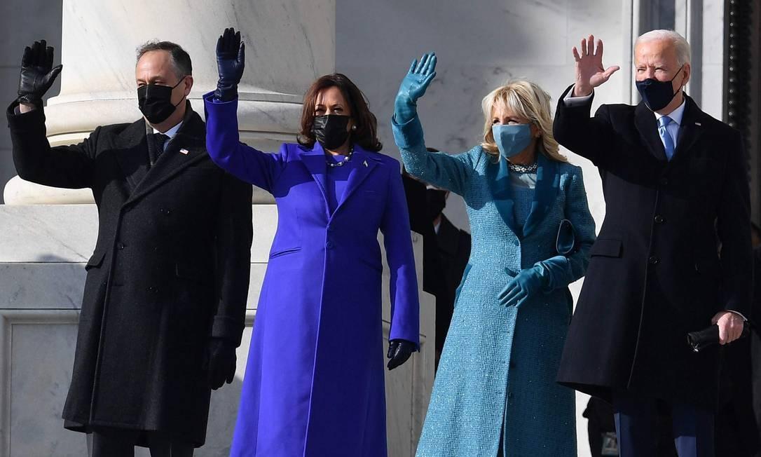 Joe Biden chega ao Capitólio, em Washington, para a posse como 46º presidente dos EUA, acompanhado da vice-presidente Kamala Harris Foto: ANGELA WEISS / AFP