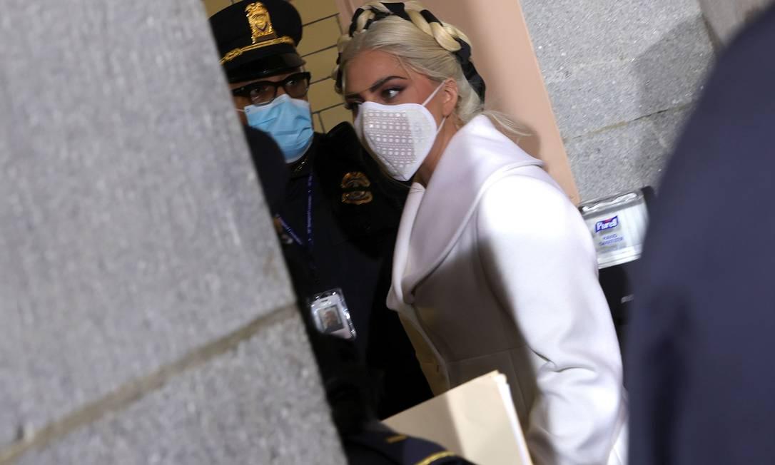 Cantora norte-americana Lady Gaga chega ao Capitólio, onde se apresentará, na posse de Joe Biden Foto: WIN MCNAMEE / AFP