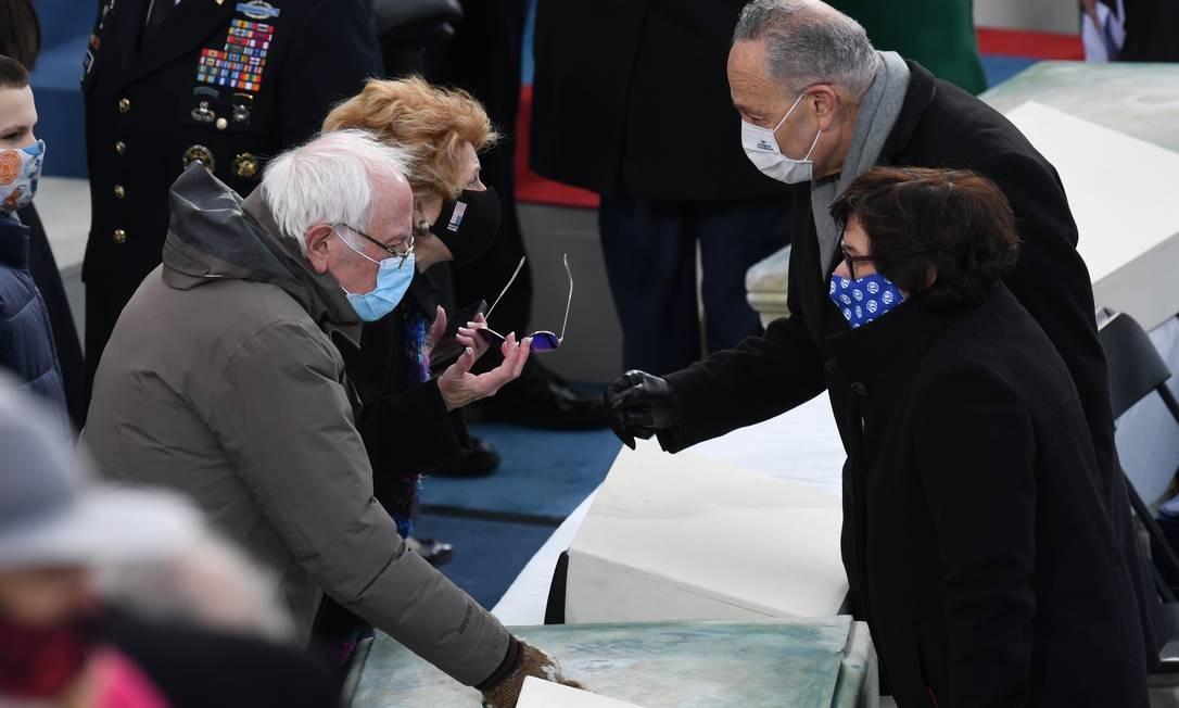 Os senadores norte-americanos Bernie Sanders e Chuck Schumer Foto: OLIVIER DOULIERY / AFP