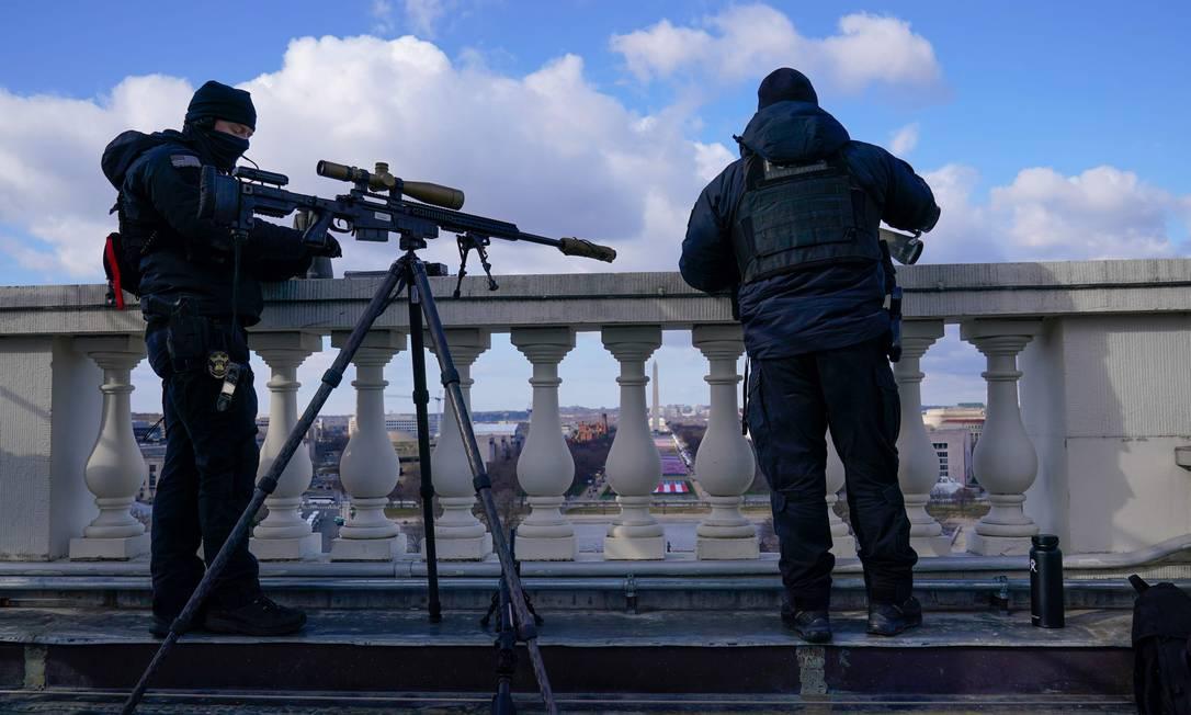 Sniper monitora entorno do Capitólio durante posse de Joe Biden Foto: SUSAN WALSH / AFP