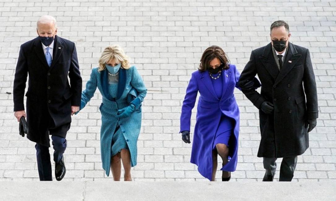 Joe e Jill Biden, presidente e primeira-dama dos EUA, e Kamala Harris e Doug Emhoff, vice-presidente e segundo-cavalheiro, minutos antes da cerimônia de posse Foto: POOL / REUTERS