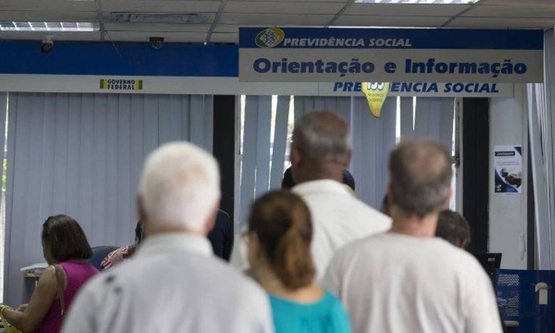 Fila em agência do INSS Foto: Agência O Globo