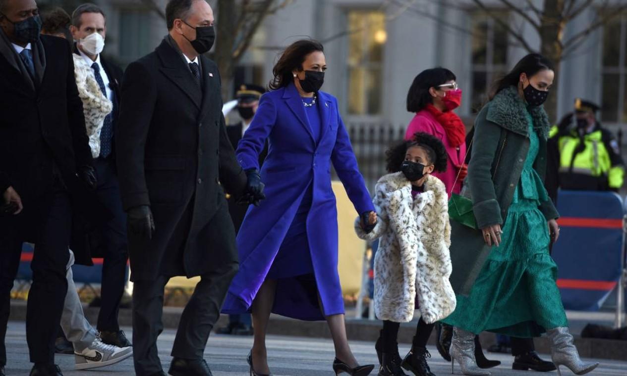 O vice-presidente dos EUA, Kamala Harris, dirige-se à Casa Branca após a posse em Washington Foto: CALLAGHAN O'HARE / REUTERS