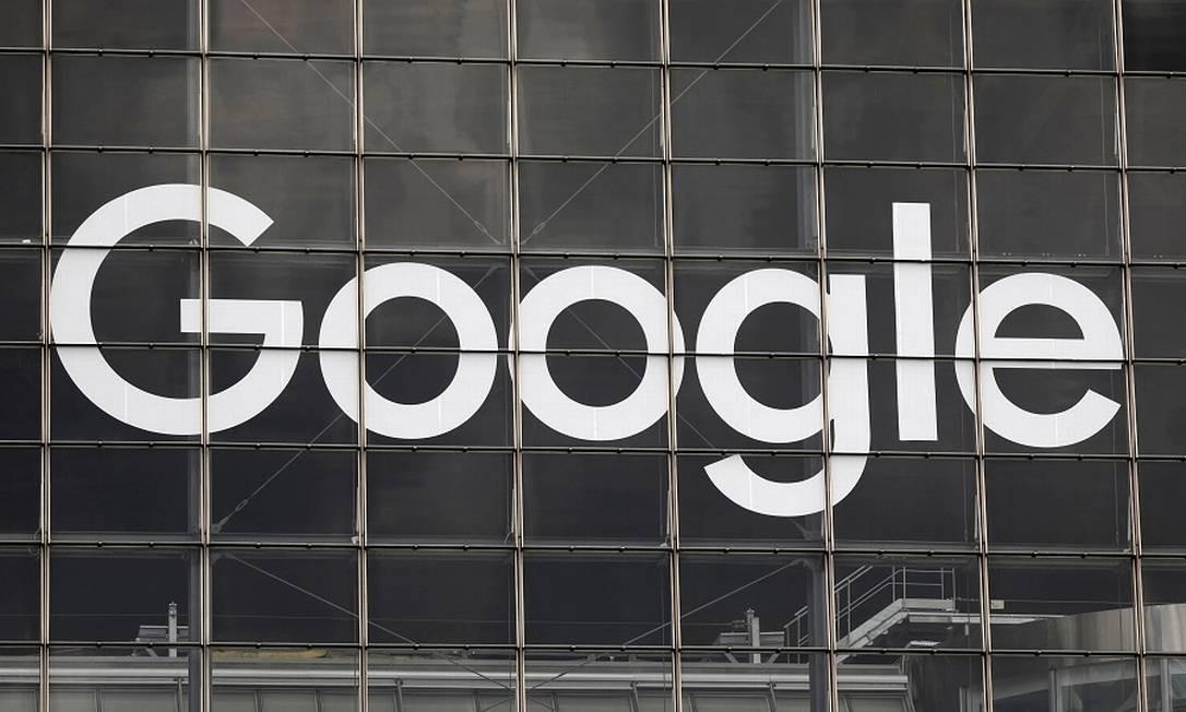 Logotipo do Google em Paris: acordo com jornais franceses para pagamento por notícias Foto: CHARLES PLATIAU / REUTERS