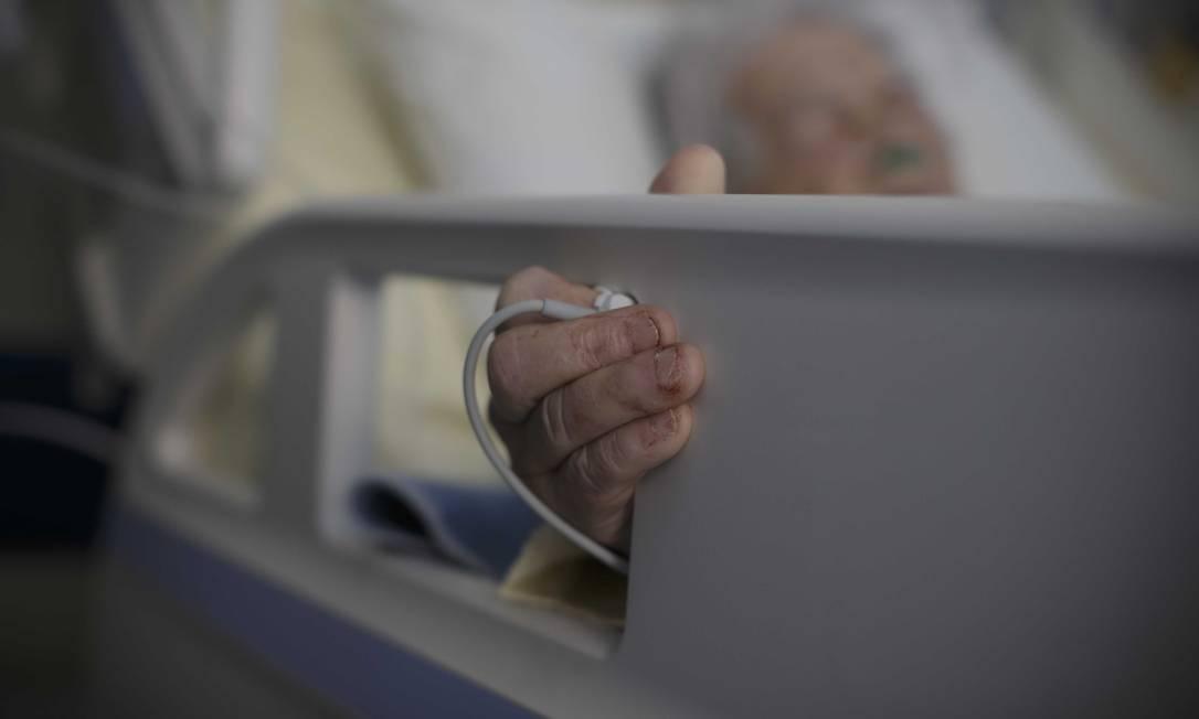 Paciente de Covid-19 no Hospital Universitário Pedro Ernesto, no Rio de Janeiro Foto: Márcia Foletto / Agência O Globo