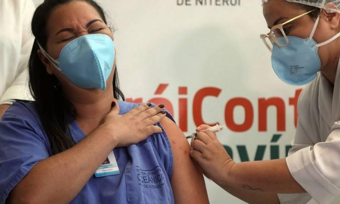 Profissionais de saúde são grupo prioritário no Rio de Janeiro e em todos os outros Estados Foto: EPA