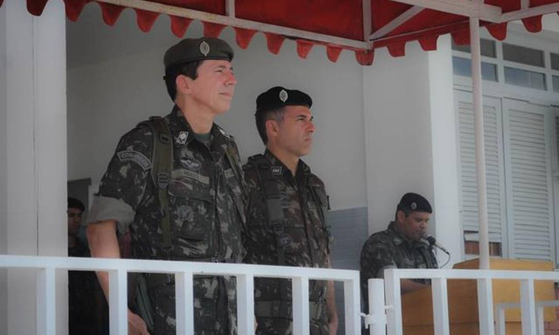 O general Ridauto Fernandes (à esquerda), durante cerimônia em 2018 Foto: Divulgação/Exército
