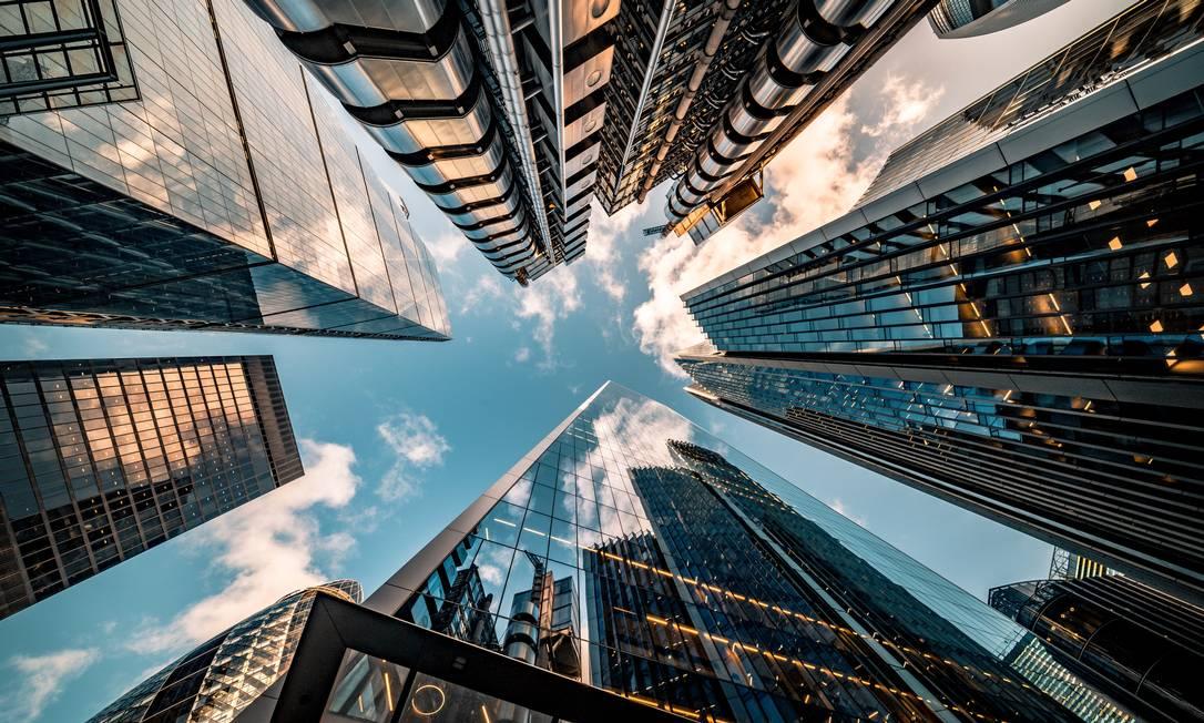 Corporações terão que se adaptar a uma realidade cada vez mais tecnológica e encontrar um ponto de equilíbrio entre o físico e o remoto Foto: Banco de Imagens