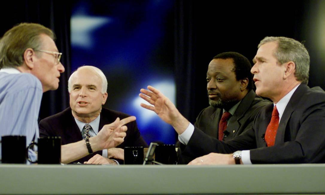 Debate presidencial republicano moderado por Larry King, em 2000, quando George W. Bush foi eleito presidente dos EUA pela primeira vez Foto: POOL Old / REUTERS - 15/02/2000