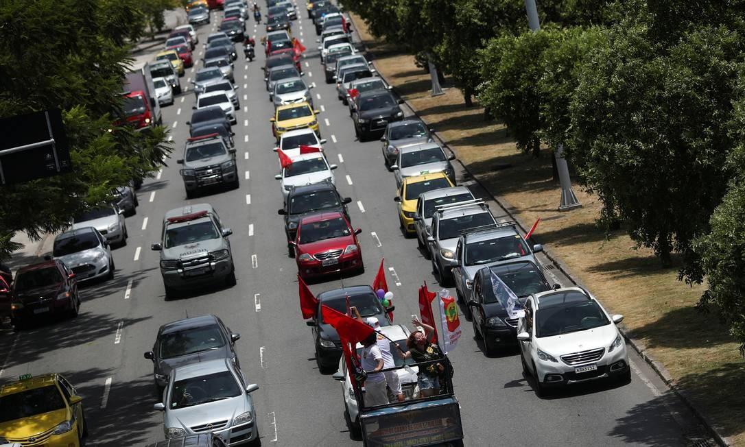 Carreata contra o presidente foi organizada pelas redes sociais na internet Foto: RICARDO MORAES / REUTERS
